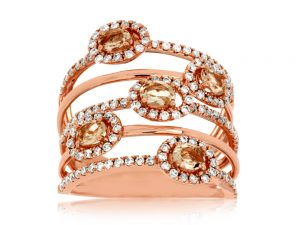 This exquisite Morganite Ring features 0.7 ct of Diamond and 0.75 ct of Morganite. The Ring is made of 14K Rose Gold