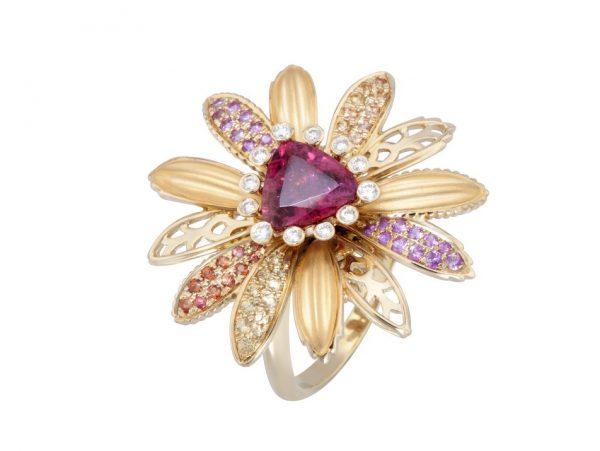 newDA14153 019925 Margarita maxi ring in yellow gold, pink sapphires, orange sapphires, tour